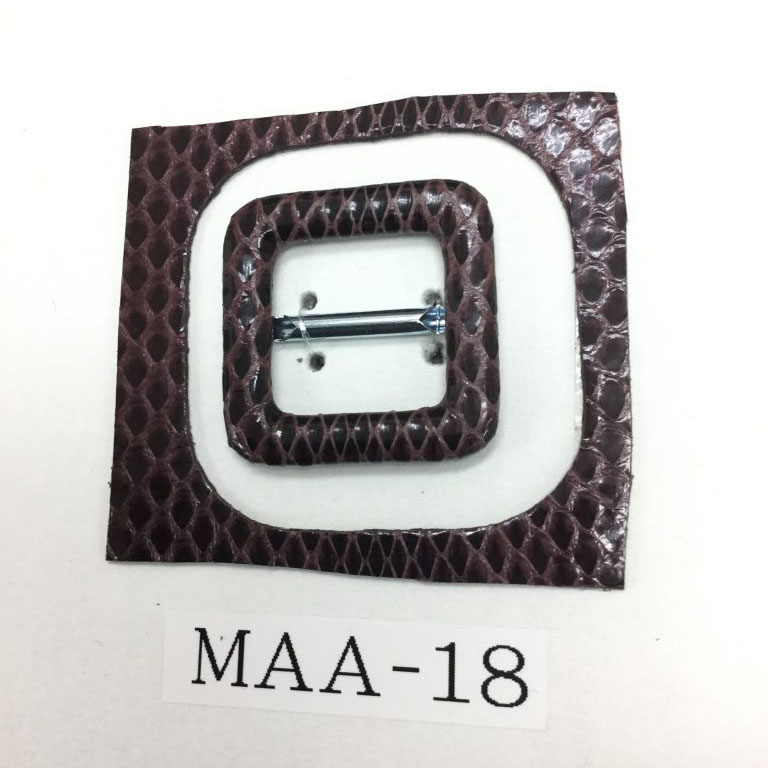 東京 都内 浅草 丸上 革製品 レザーアイテム オーダー セミオーダー 製作 国産 日本製 おすすめ ノベルティ 金具 金属パーツ 革巻き加工 くるみバックル くるみボタン 事例